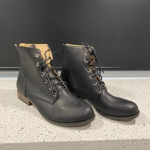 Chase Chloe Size 9 Combat Boots